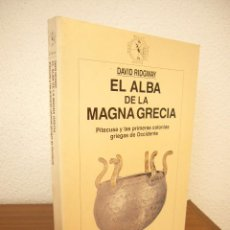 Libros de segunda mano: DAVID RIDGWAY: EL ALBA DE LA MAGNA GRECIA (CRÍTICA, 1997) EXCELENTE ESTADO. RARO.. Lote 213494753