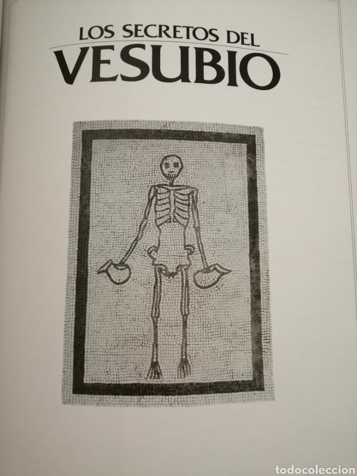 Libros de segunda mano: Los secretos del Vesubio (Primera edición) - Foto 3 - 215696507