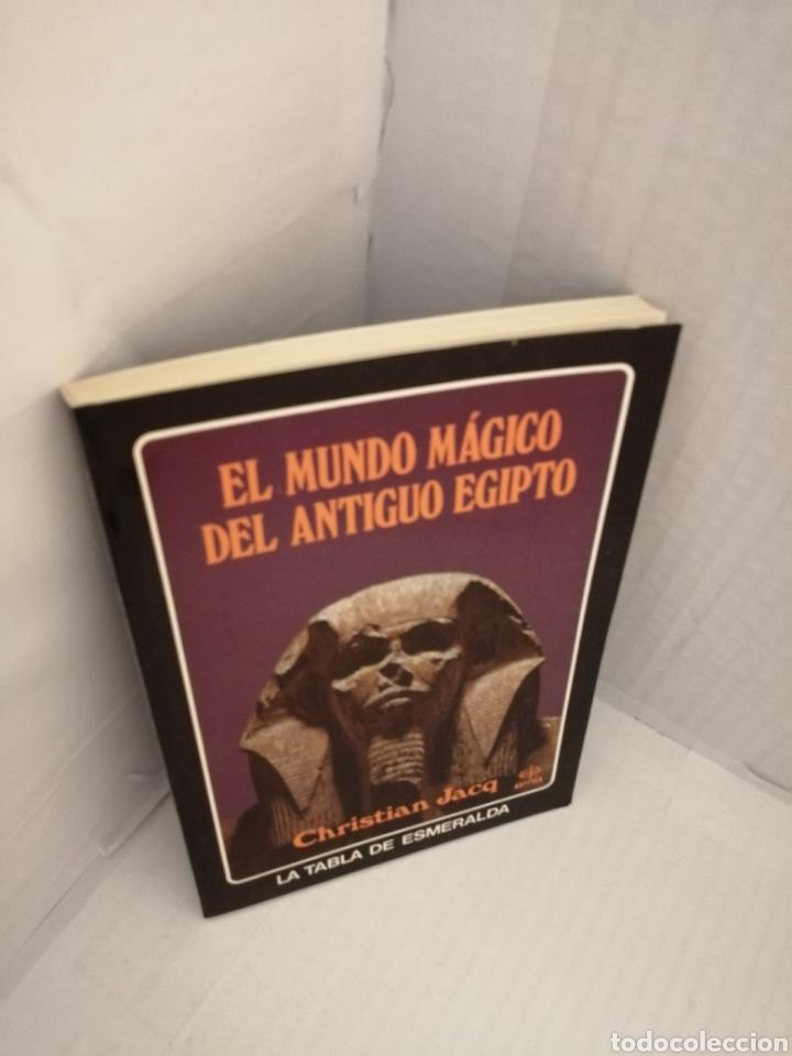 Libros de segunda mano: EL MUNDO MAGICO DEL ANTIGUO EGIPTO. - Foto 3 - 217301018