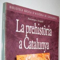 Libros de segunda mano: LA PREHISTORIA A CATALUNYA - ASSUMPTA ARAGALL - EN CATALAN. Lote 221547330