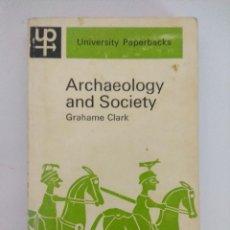 Libros de segunda mano: LIBRO ARQUEOLOGIA/ARCHAEOLOGY AND SOCIETY/GRAHAME CLARK.. Lote 236590095