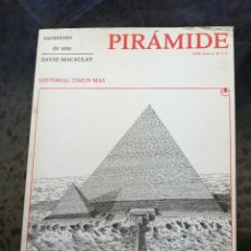 Libros de segunda mano: NACIMIENTO DE UNA PIRÁMIDE // DAVID MACAULY. Lote 241704350