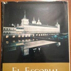 Libros de segunda mano: NUMULITE E0027 EL ESCORIAL IV CENTENARIO DE LA FUNDACIÓN DEL MONASTERIO SAN LORENZO 2 TOMOS. Lote 52886815