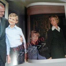 Libros de segunda mano: LA FAMILIA REAL ESPAÑOLA LIBRO DE FOTOS HISTORIA ESPAÑA MONARQUÍA REY JUAN CARLOS I FELIPE VI SOFÍA. Lote 59254785