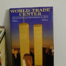 Libros de segunda mano: WORLD TRADE CENTER: LOS GIGANTES QUE DESAFIABAN AL CIELO - MIKE WALLACE, PETER SKINNER - 2002. Lote 79772897