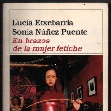 Libros de segunda mano: EN BRAZOS DE LA MUJER FETICHE - LUCIA ETXEBARRIA Y SONIA NUÑEZ PUENTE - ILUSTRADO *. Lote 80502465