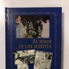 Libros de segunda mano: AL BORDE DE LOS SESENTA. CAMILO OLIVARES. SEVILLA, 2010. PAGINAS: 287. Lote 173045858