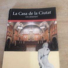 Libros de segunda mano: LA CASA DE LA CIUTAT. Lote 177982444