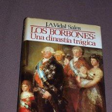 Libros de segunda mano: LOS BORBONES: UNA DINASTÍA TRÁGICA. JOSÉ ANTONIO VIDAL SÁLES. MUNDO ACTUAL DE EDICIONES. 1985. Lote 195420577