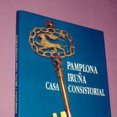 Libros de segunda mano: PAMPLONA - IRUÑA. CASA CONSISTORIAL. JOSÉ LUIS MOLINS. GOBIERNO DE NAVARRA. PAMPLONA, 1995.. Lote 195754696