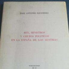 Libros de segunda mano: REY MINISTROS Y GRUPOS POLÍTICOS EN LA ESPAÑA DE LOS AUSTRIA JOSÉ ANTONIO ESCUDERO 1979. Lote 199216331