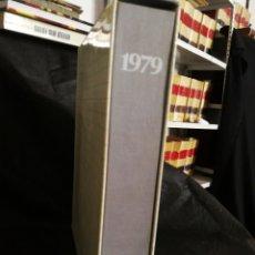 Libros de segunda mano: ANUARIO 1979,CON ESTUCHE Y SINGLE , SIEGA DE TIRANOS, IMPECABLE ESTADO. 458 PÁGINAS, 30 CM X 25 CM.. Lote 215804050