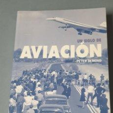 Libros de segunda mano: UN SIGLO DE AVIACIÓN POR PETER ALMOND 2003 HISTORIA ILUSTRADA. Lote 219024601