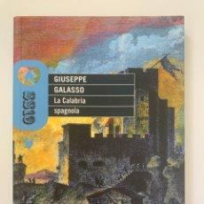 Libros de segunda mano: GIUSEPPE GALASSO, LA CALABRIA SPAGNOLA (2012). Lote 245068540