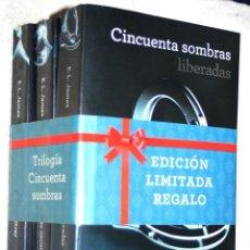 Livres d'occasion: TRILOGIA CINCUENTA SOMBRAS (DE GREY) DE E.L.JAMES (NUEVOS, PRECINTO DE REGALO). Lote 155390250