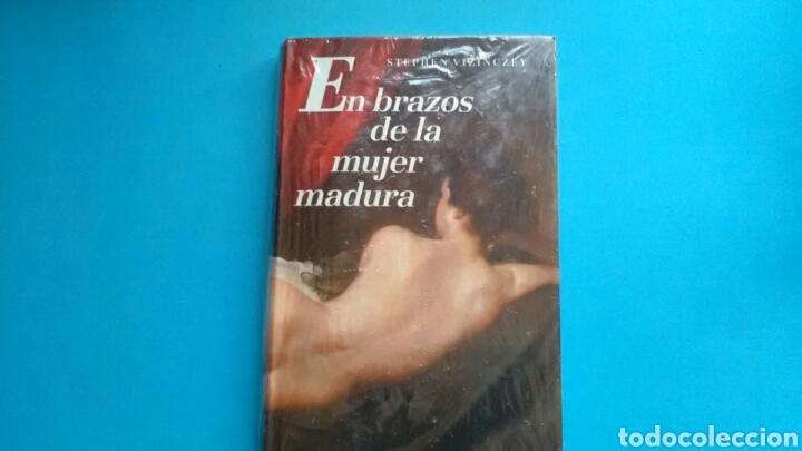 EN BRAZOS DE LA MUJER MADURA .STEPHEN VIZINCZEY CÍRCULO DE LECTORES (Libros de Segunda Mano (posteriores a 1936) - Literatura - Narrativa - Erótica)