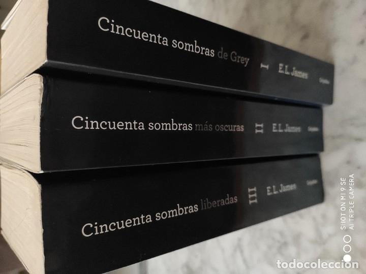 Libros de segunda mano: TRILOGIA CINCUENTA SOMBRAS DE GREY. 1ª EDICIÓN. 2012 - Foto 4 - 183273145