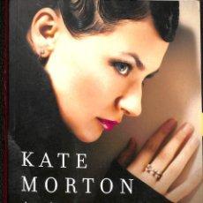 Libros de segunda mano: L'ANIVERSARI SECRET - KATE MORTON - SUMA. Lote 195283535