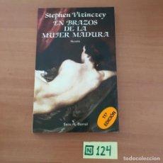 Libros de segunda mano: EN BRAZOS DE LA MUJER MADURA. Lote 211451641