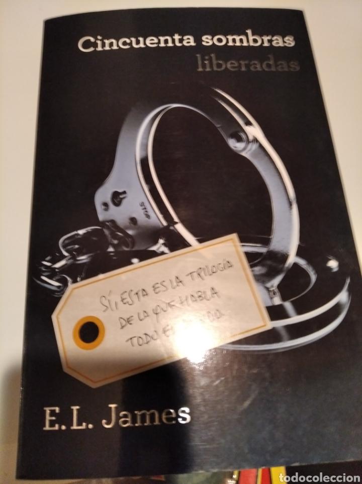 Libros de segunda mano: ,50 SOMBRAS DE GREY . COMPLETA AUTOGRAFO A MANO FIRMADOS POR LA AUTORA - Foto 5 - 235692365
