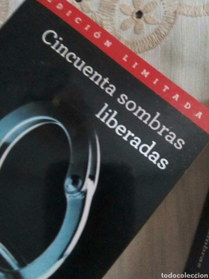 Libros de segunda mano: Cincuentas sombras - Foto 2 - 284203948