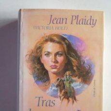 Libros de segunda mano: JEAN PLAIDY. TRAS LAS MONTAÑAS AZULES. ED. CÍRCULO, 1991.. Lote 20489404