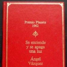 Libros de segunda mano: SE ENCIENDE Y SE APAGA UNA LUZ - ÁNGEL VÁZQUEZ - PLANETA 1985. Lote 27800799