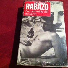Libros de segunda mano: LAS PAREDES DEL ACUARIO, ARMANDO RABAZO- ED. PLANETA 1 ª EDICION MAYO 1996. Lote 28934093