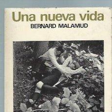 Libros de segunda mano: UNA NUEVA VIDA, BERNARD MALAMUD, ED. LUMEN BARCELONA 1966, 425 PÁGS, RÚSTICA, 14X19CM. Lote 44619643