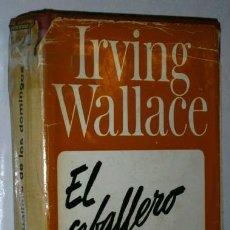 Libros de segunda mano: EL CABALLERO DE LOS DOMINGOS POR IRVING WALLACE DE ED. GRIJALBO EN BARCELONA 1967 PRIMERA EDICIÓN. Lote 47026612