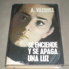 Libros de segunda mano: SE ENCIENDE Y SE APAGA UNA LUZ . A. VAZQUEZ .. Lote 49136452