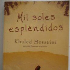 Libros de segunda mano: MIL SOLES ESPLENDIDOS DE KHALED HOSSEINI. Lote 194554200