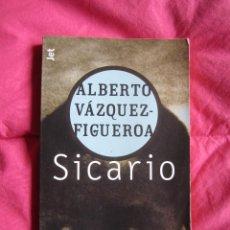 Libros de segunda mano: SICARIO - ALBERTO VAZQUEZ FIGUEROA - 2002 PLAZA & JANES EDITORES. Lote 54847572