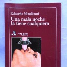 Livres d'occasion: UNA MALA NOCHE LA TIENE CUALQUIERA EDUARDO MENDICUTTI TUSQUETS 1ª EDICIÓN 1988. Lote 57074592