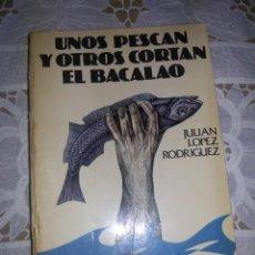 Libros de segunda mano: UNOS PESCAN Y OTROS CORTAN EL BACALAO-ED SEDMAY-1977-21X15 CM. Lote 57895973