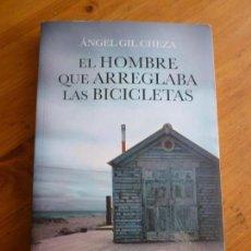 Libros de segunda mano: EL HOMBRE QUE ARREGLABA LAS BICICLETAS. GIL CHEZA. SUMA. 2014 246PP. Lote 72375511