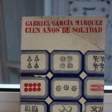 Libros de segunda mano: CIEN AÑOS DE SOLEDAD, GABRIEL GARCIA MARQUEZ.EDITORIAL SUDAMERICANA 1969.1ª EDICION EN ESPAÑA. Lote 73766171