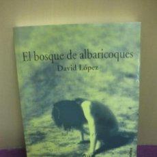 Libros de segunda mano: EL BOSQUE DE ALBARICOQUES. DAVID LOPEZ. DEDICADO POR EL AUTOR. 1º EDICION 2002. Lote 89838456