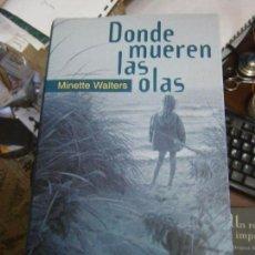 Libros de segunda mano: LIBRO DONDE MUERDEN LAS OLAS MINETTE WALTERS CIRCULO LECTORES L-11649-335. Lote 90760085