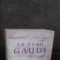Libros de segunda mano: LA CLAU GAUDI. ESTEBAN MARTIN Y ANDREU CARRANZA. DEBOLSILLO. BEST SELLER. CATALAN ( CATALA).. Lote 91685778