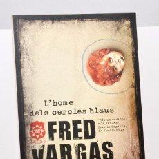 Libros de segunda mano: L'HOME DELS CERCLES BLAUS - FRED VARGAS - EN CATALÁN. Lote 96799795