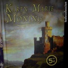 Libros de segunda mano: EL BESO DEL HIGHLANDER, KAREN MARIE MONING, EDICIONES B. Lote 98608511