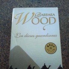 Libros de segunda mano: LOS DIOSES GUARDIANES -- BARBARA WOOD -- DEBOLSILLO 2006 --. Lote 98761811