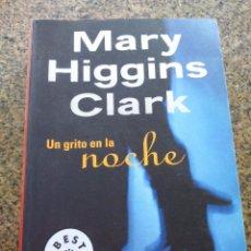 Libros de segunda mano: UN GRITO EN LA NOCHE -- MARY HIGGINS CLARK -- DEBOLSILLO 2004 --. Lote 98762903