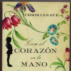 Libros de segunda mano: CON EL CORAZON EN LA MANO - CHRIS CLEAVE **. Lote 100035647
