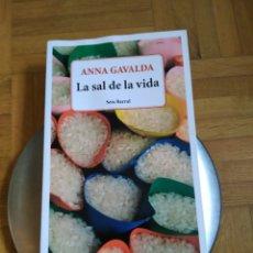 Libros de segunda mano: LA SAL DE LA VIDA. ANNA GAVALDA.. Lote 101733788