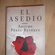 Libros de segunda mano: ARTURO PEREZ REVERTE EL ASEDIO ALFAGUARA 2010 TAPA BLANDA. Lote 102606755