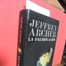 Libros de segunda mano: LA FALSIFICACIÓN. ARCHER, JEFFREY. ED. GRIJALBO. BARCELONA 2006. Lote 104343923