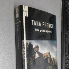 Libros de segunda mano: EN PIEL AJENA / TANA FRENCH / RBA 1ª EDICIÓN 2011. Lote 104347147