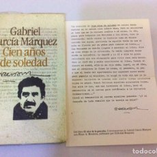 Libros de segunda mano: CIEN AÑOS DE SOLEDAD. GABRIEL GARCÍA MÁRQUEZ. COMO DEDICATORIA, FRAGMENTO DE OTRO LIBRO. Lote 104702727